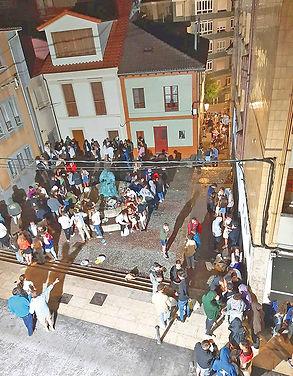 Gente, en la Plaza de la Estrecha. (E. F.)