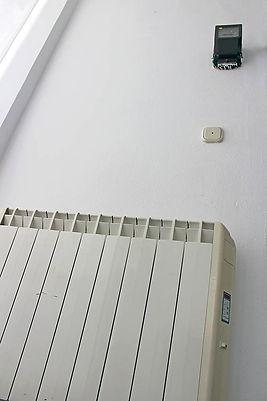 Calefacción apagada, al lado de un contador y un interruptor. (L. V.)