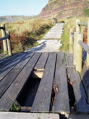Imagen de archivo del estado de la pasarela de madera. (A. VERDE)