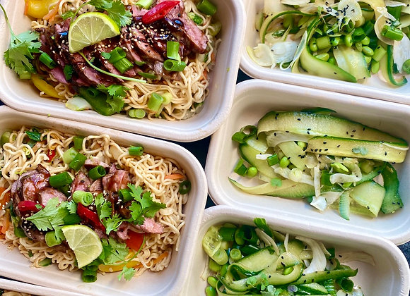 Hoisin noodles met tamme eendenborst & zoetzure komkommer & edamame
