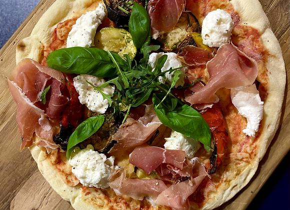 Verse pizza met buffelmozzarella en serranoham