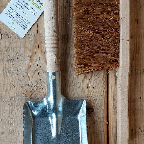 Dust pan & brush