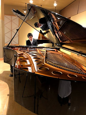 尾関ピアノ.jpg
