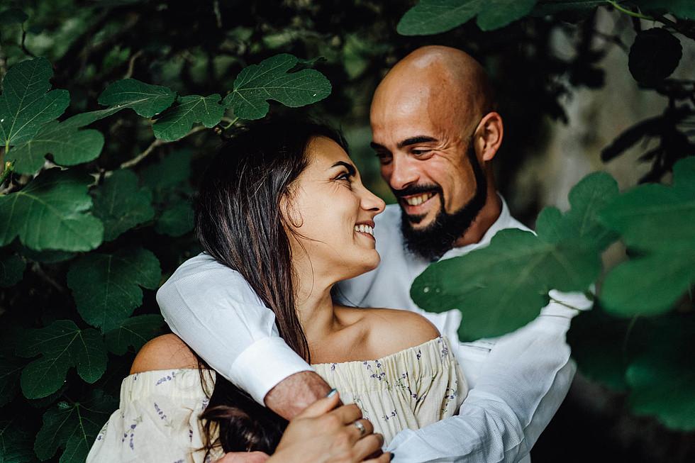 Foto di coppia in Sardegna _ Prematrimoniale romantico nel verde_23.jpg