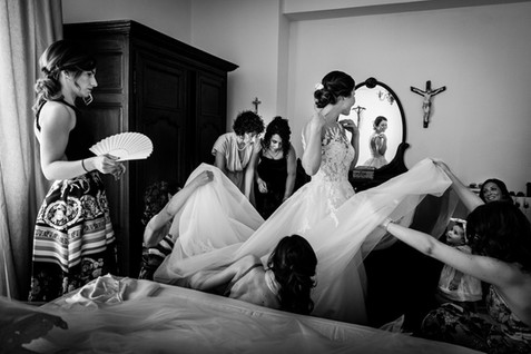 getting ready wedding Sardinia .jpg
