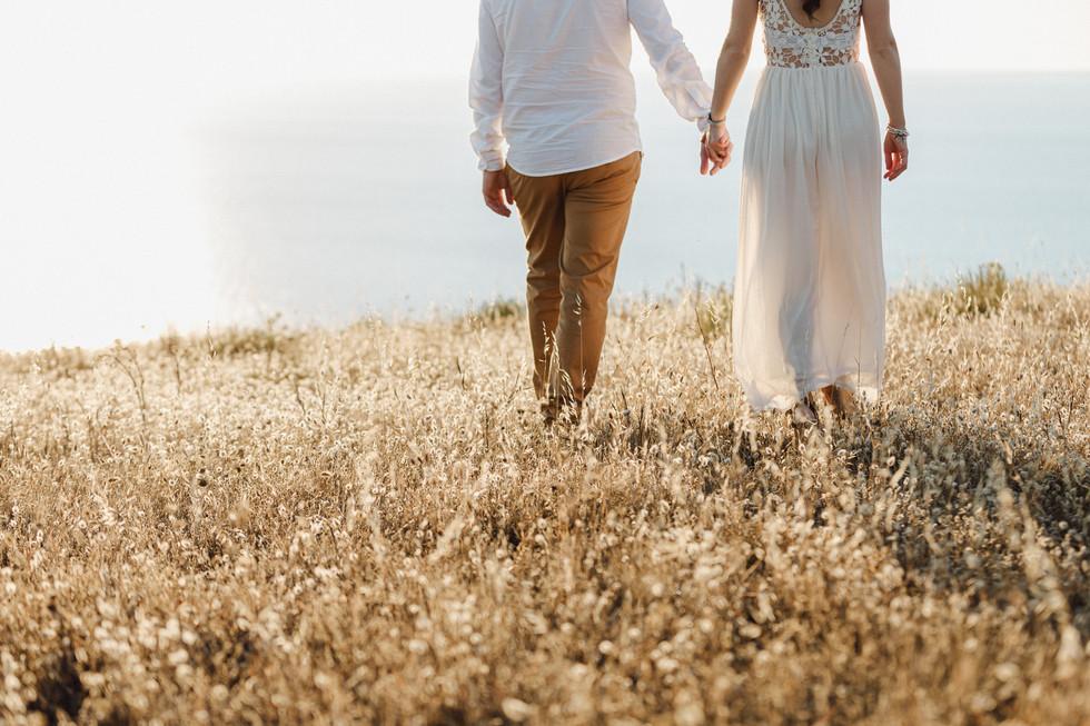 foto di coppia campo di grano in Sardegna