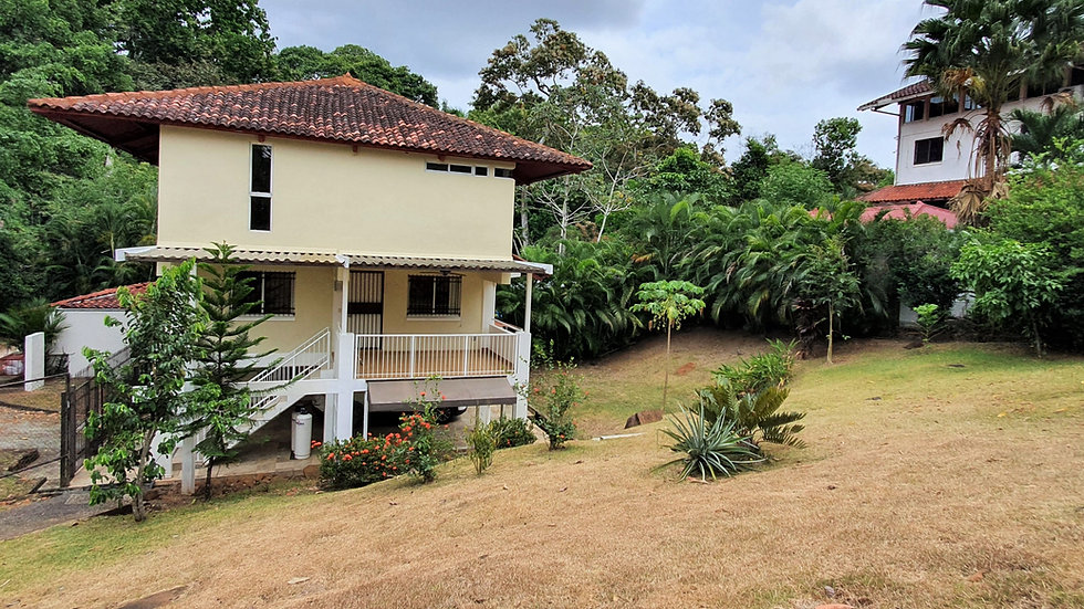 Albrook, Venta de Casa Duplex con amplio jardín
