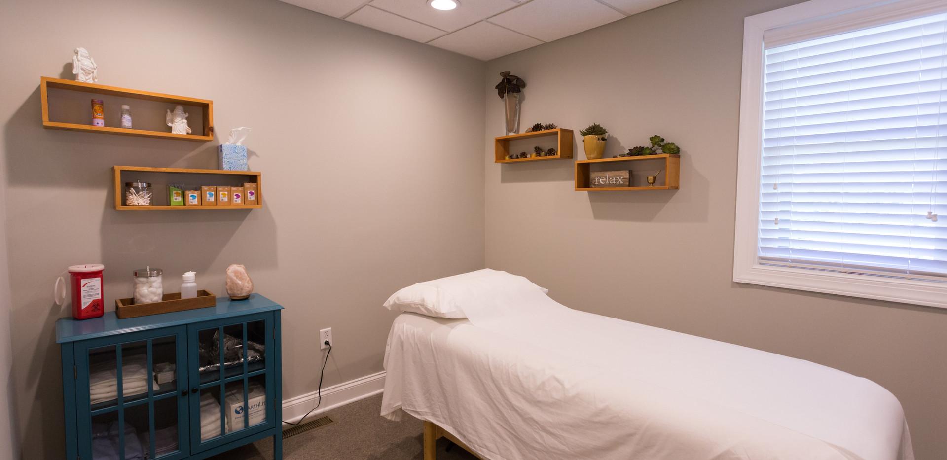 Center-Point_Acupuncture-Room.jpg