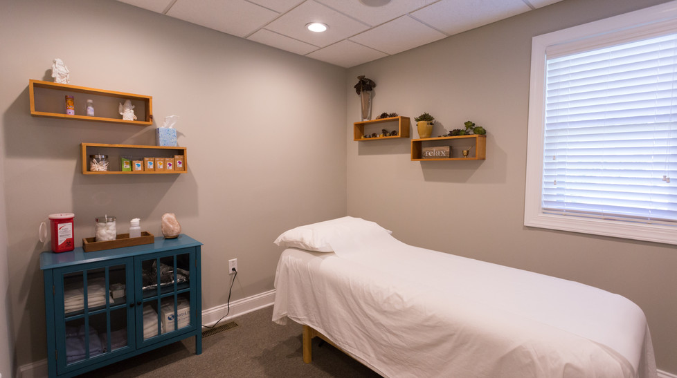 Center-Point_Acupuncture-Room.jpg