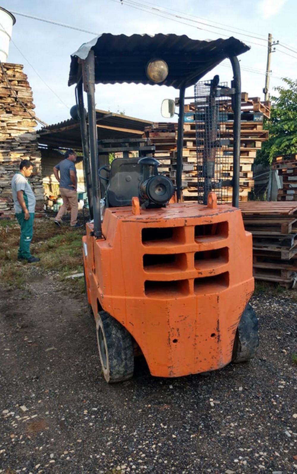 Máquina usada no transporte interno de quartzito no depósito — Foto: Polícia Federal/Divulgação