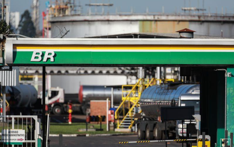 Petrobras reduz gasolina pela 2ª vez no mês; diesel tem 1ª queda desde setembro