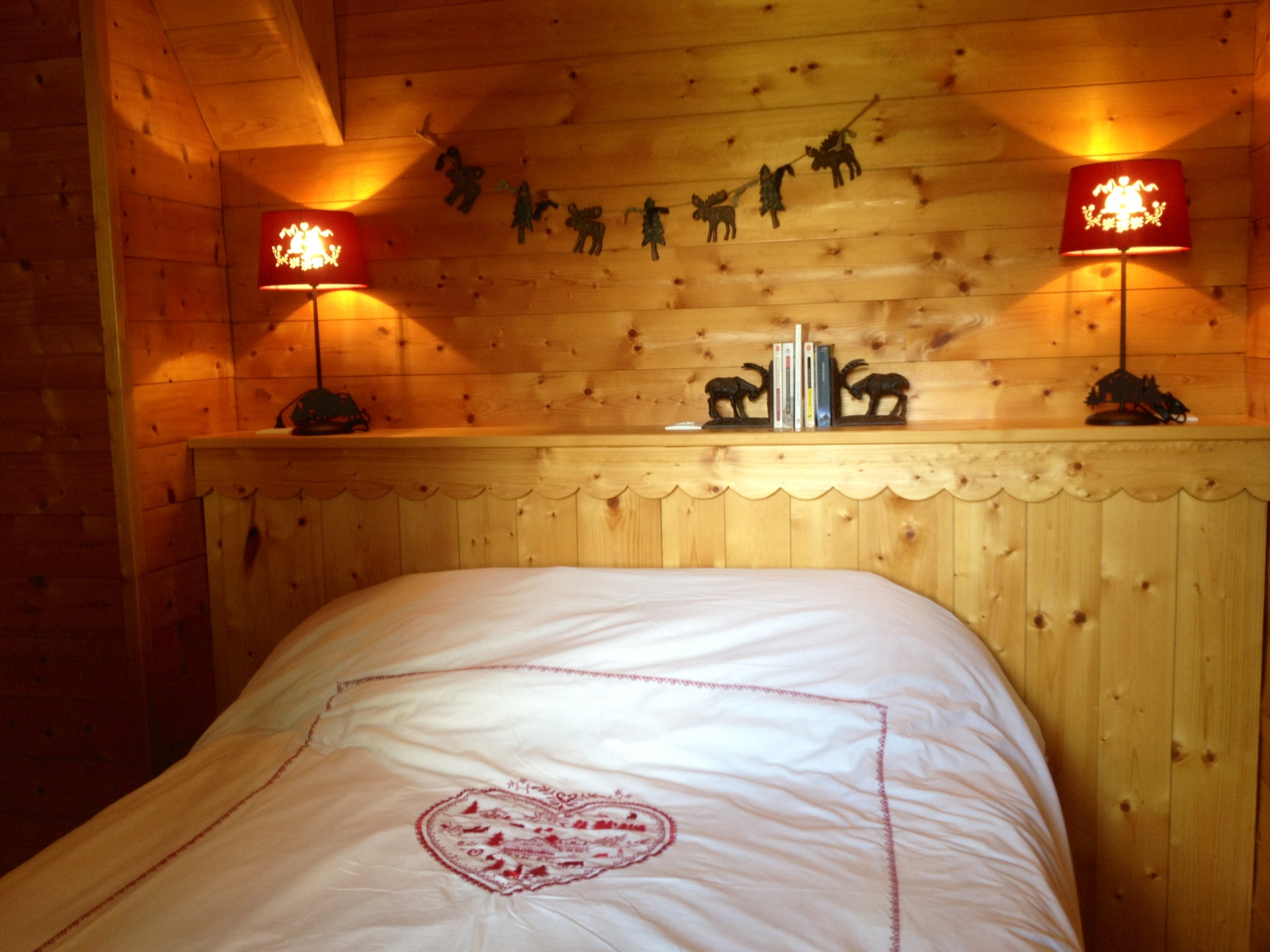 chalet-des-cocales-pin-cembro-chambre-be