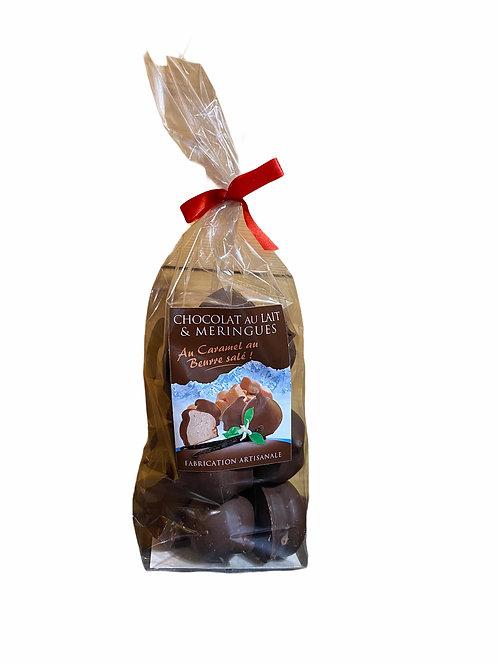 Meringues au caramel beurre salé enrobées de chocolat au lait