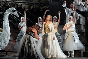 Kirsten Chambers as Elsa in Lohengrin