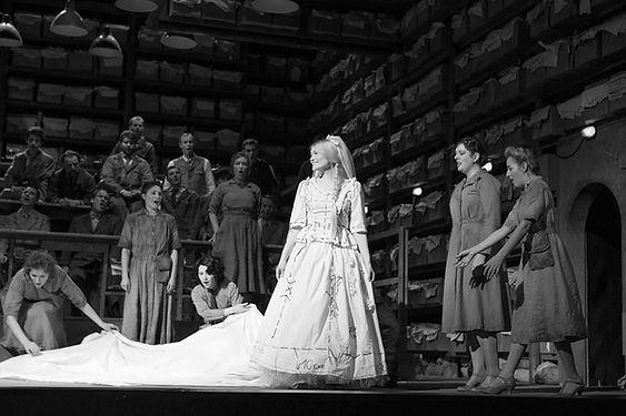 Kirsten Chambers as Elsa in Lohengrin