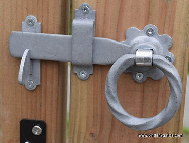 Twisted handle ring Latch