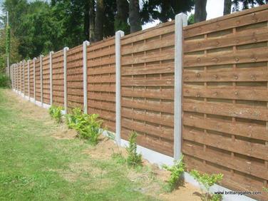 1-panel_fencing_concrete_posts.JPG