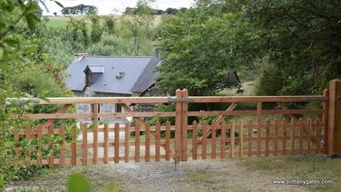 _midsummer_cottage_double_gates.JPG
