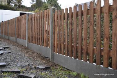 _palisade_fencing_concrete_posts_concret