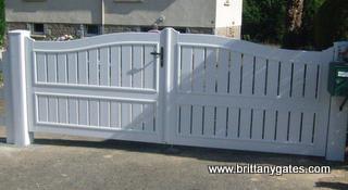 PVC-driveway-gates-brittany-france.jpg