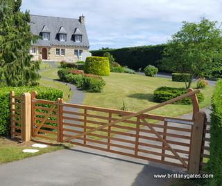 Manor Seven Bar Gate