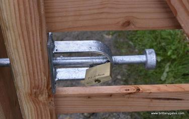 _shoot_bolt_padlock.JPG