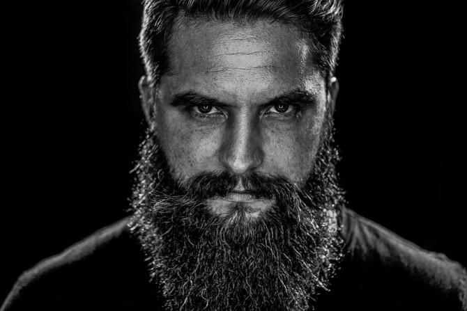 Die grundlegenden Dinge der Bartpflege. Ein Leitfaden von blackbeards, den besten Freunden des Bartt