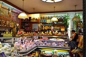Gourmet-food-shopping-in-Lucca-we-love-i
