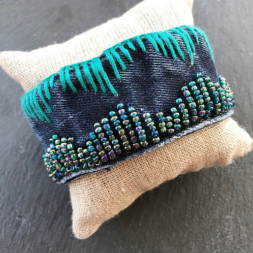 Jeans-Armband, mit Perlen- und Garnstickerei