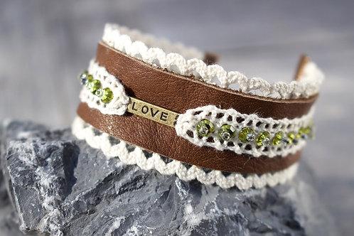 Lederarmband LOVE, braun mit Perlen
