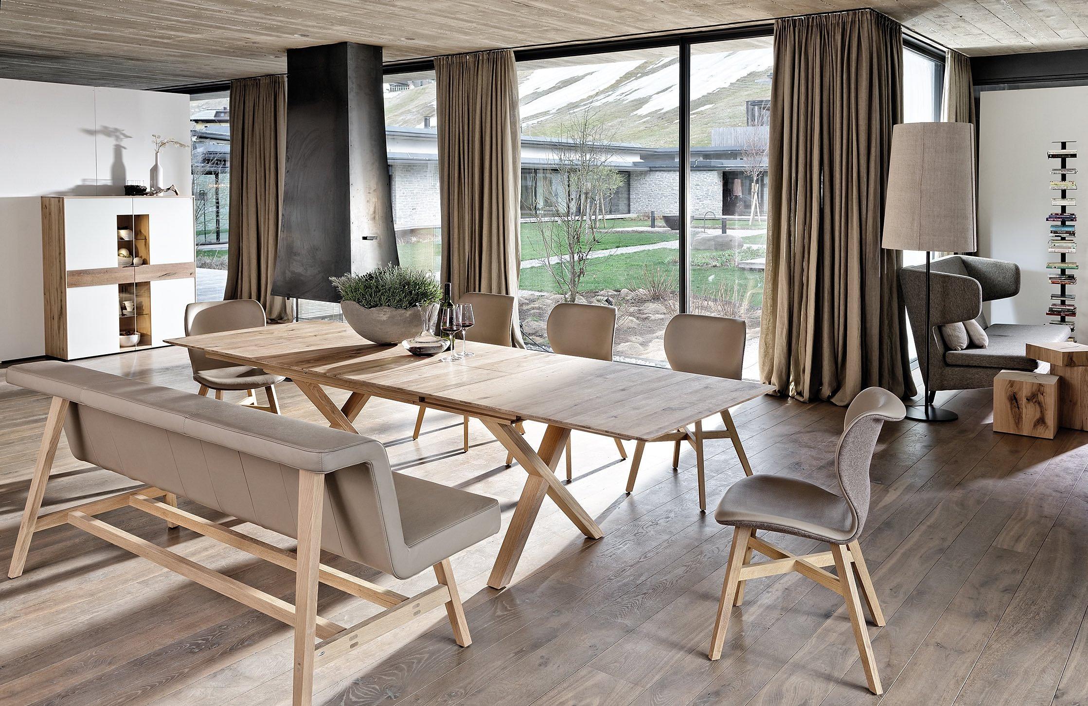 das naturm belhaus in luxemburg miwwelhaus koeune und die wohnfabrik tischgruppe mit bank. Black Bedroom Furniture Sets. Home Design Ideas