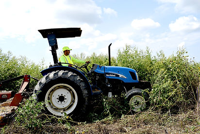 Plant-care-co-tractor-mowing-04.jpg