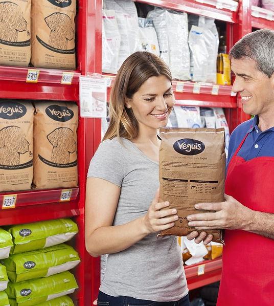 salesman-assisting-customer-in-buying-pe