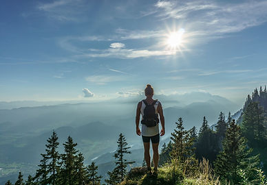 hiker pixabay -918473_1280.jpg
