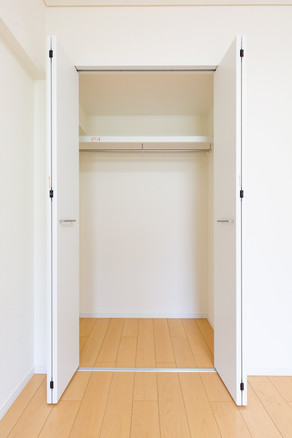22.洋室⑵ 収納-min.jpg