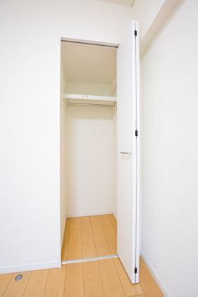 25.洋室⑶ 収納-min.jpg