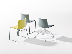 Arper_Catifa56_MarcoCovi_chair_sled+trestle-fixed_polypropylene-front-face-upholstery_0468+0372