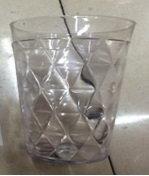 Vaso Corto Plastico Triangular