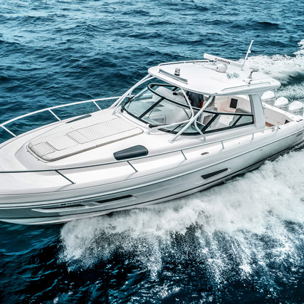 Intrepid 438 Evolution - Luxury and Performance Come Together