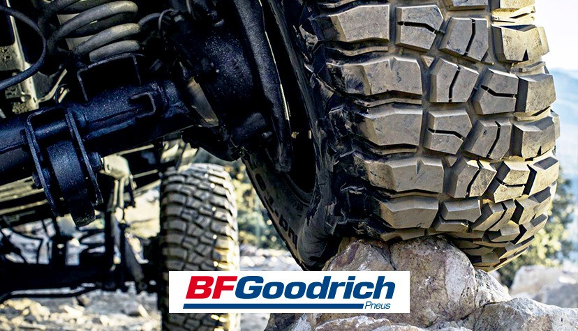 Foto de um carro passando por uma pedra com pneus BFGoodrich - Achei Pneus
