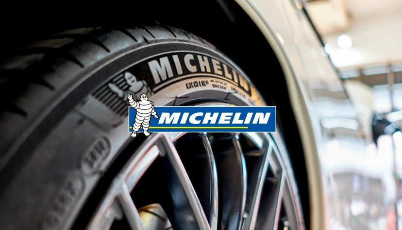 Foto de um carro com pneu Michelin - Achei Pneus
