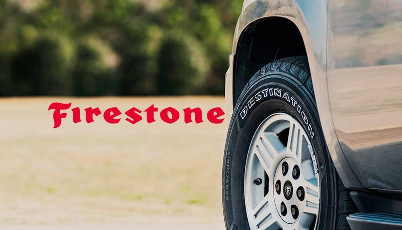 Carro em uma estrada com pneu Firestone - Achei Pneus