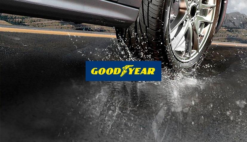 Carro passando por poça de água com pneus Goodyear - Achei Pneus