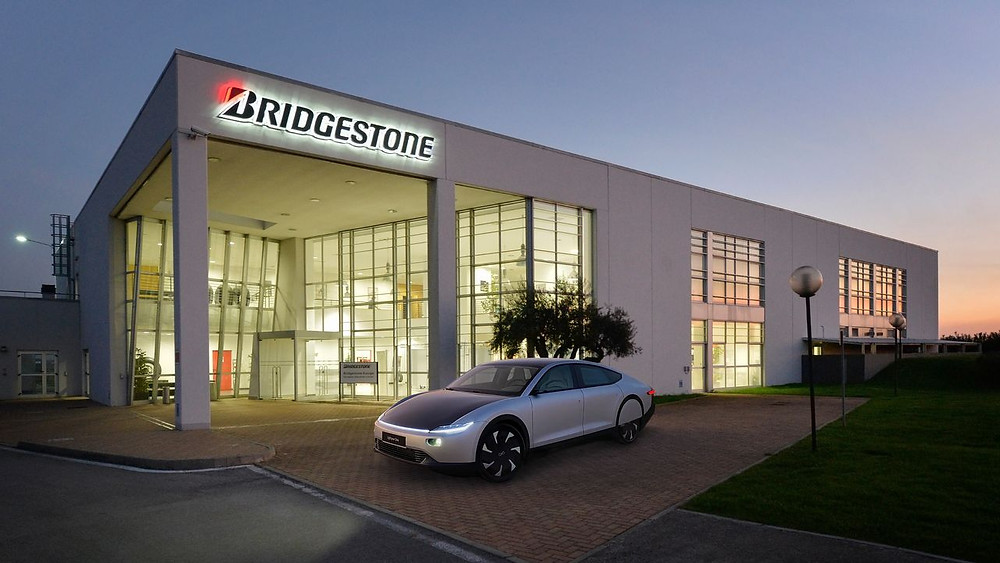 pneu Bridgestone carro elétrico solar Lightyear One
