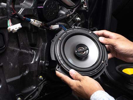 Entenda a potência do som automotivo: RMS, PMPO e outras dúvidas