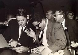 אברהם עופר ואשר ידלין בוועידת ההסתדרות 1969