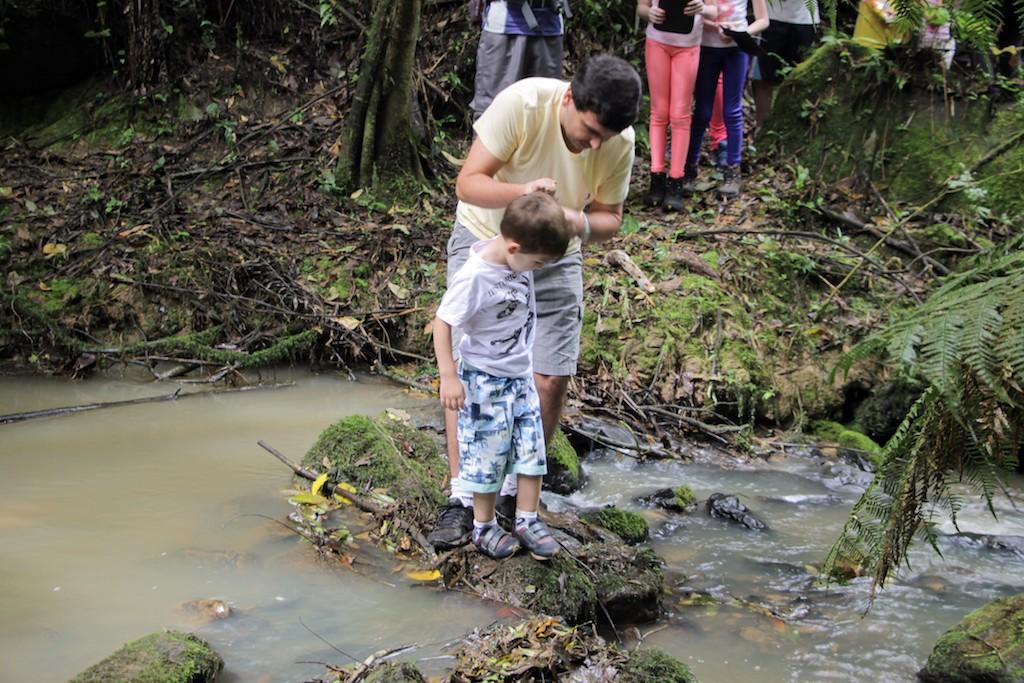 Travessia de riacho durante trajeto