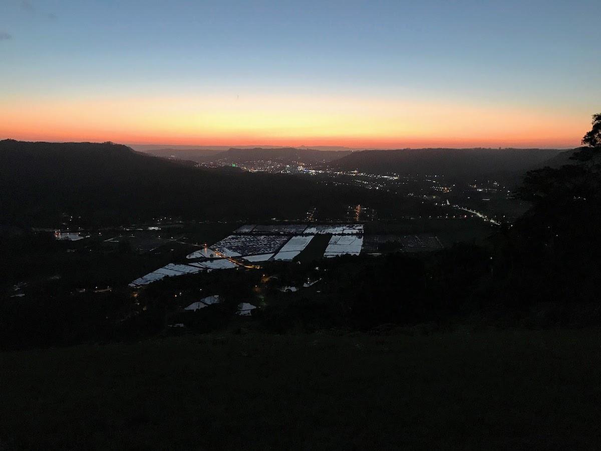 Vista noturna da rampa Oeste Morro do Tschumi
