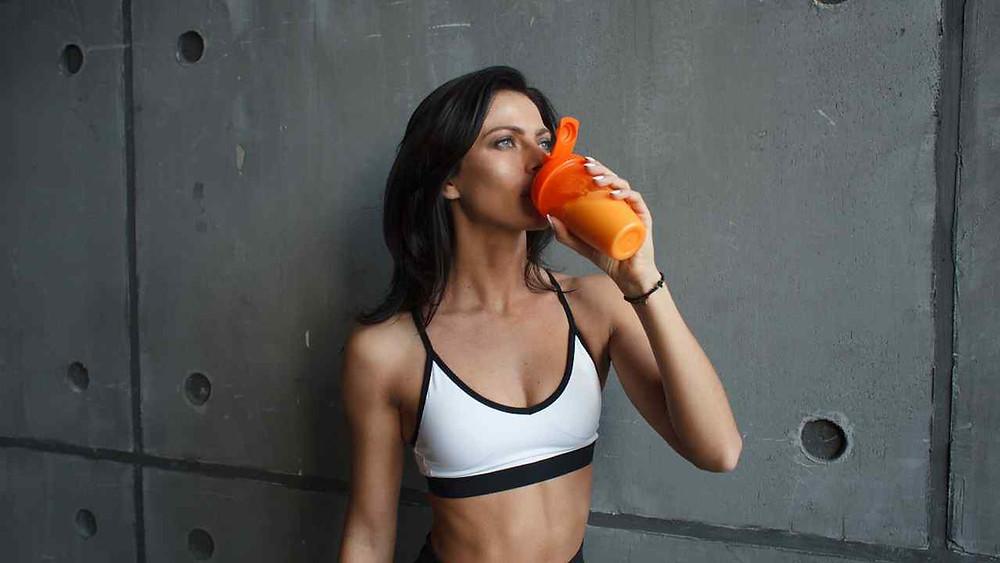 Mythe du fitness qui dit que la protéine en poudre, la whey est dangereux pour la santé des reins est faux