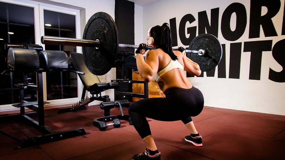 Le squat est un excellent exercice fessier